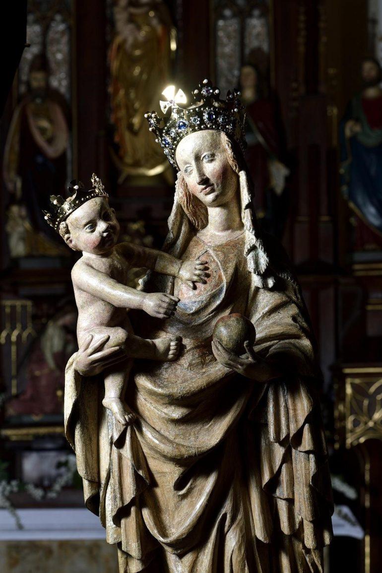 Šperkařská práce Jana Michaliska na madoně Panny Marie v Cholini